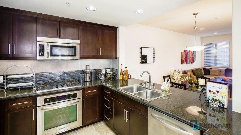 interer stol kran 1024x576 - Угловые кухни на заказ